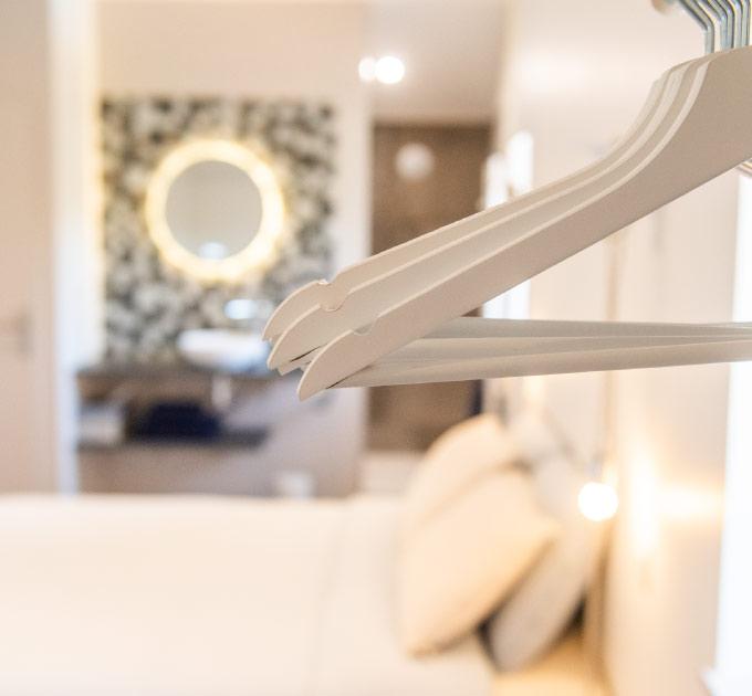 vue-details-chambre-et-salle-de-bain